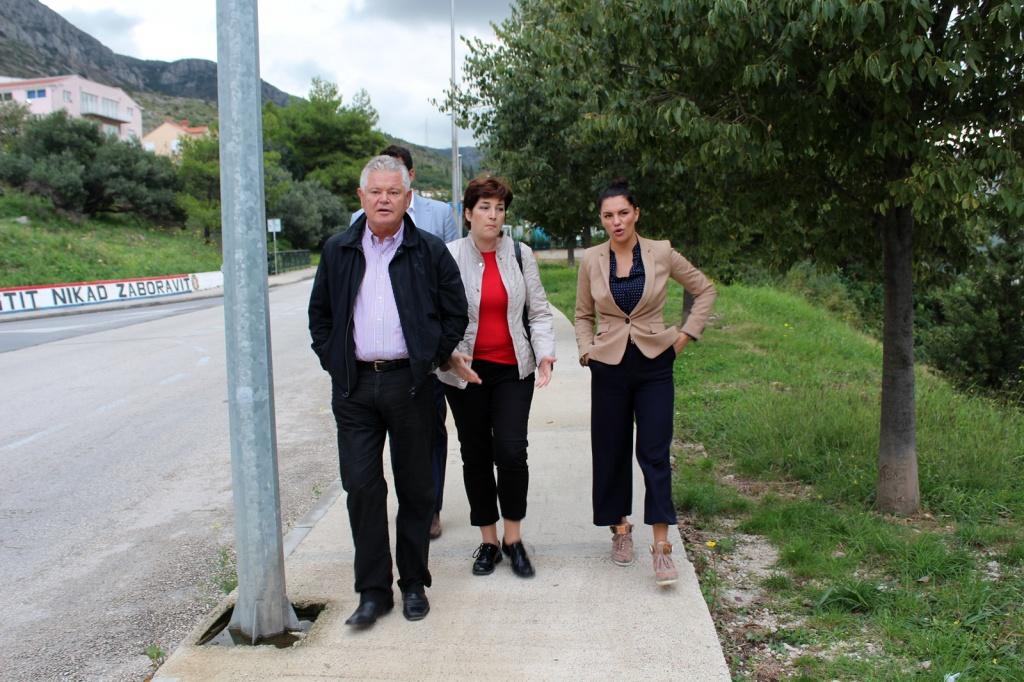 Gradonačelnik u obilasku radova u Mokošici: kreću radovi na uređenju nogostupa i parka za ljubimce